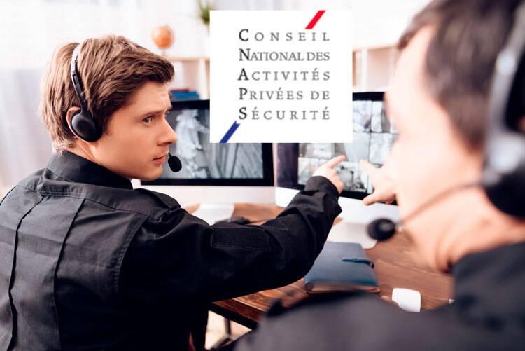 agents devant des écrans de vidéo-surveillance